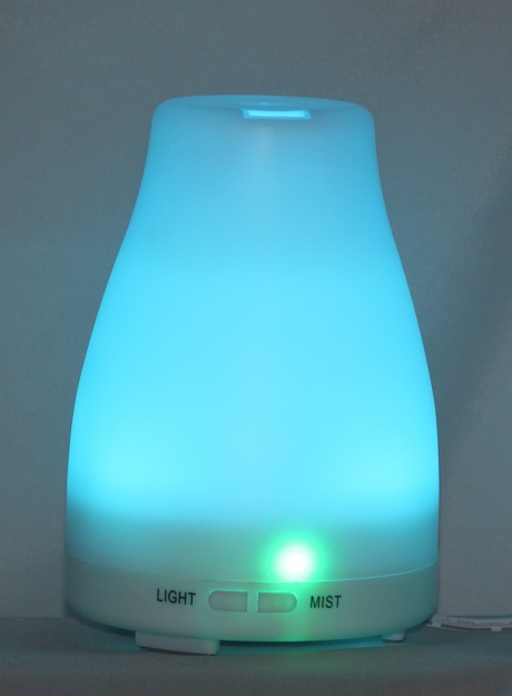 EDF-04 - Aroma Diffuser, H 14.5cm, W 10cm, LED lights change color automatically, auto shut off when water runs out, 12 pieces per case