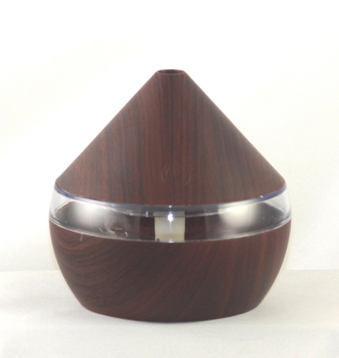 EDF-13D SOLD OUT - USB Aroma Diffuser, Dark Wood color, Can plug into a USB Port H 10.5cm, W 11cm, auto shut off when water runs out, LED 7 colors automatically, 12 pieces per case