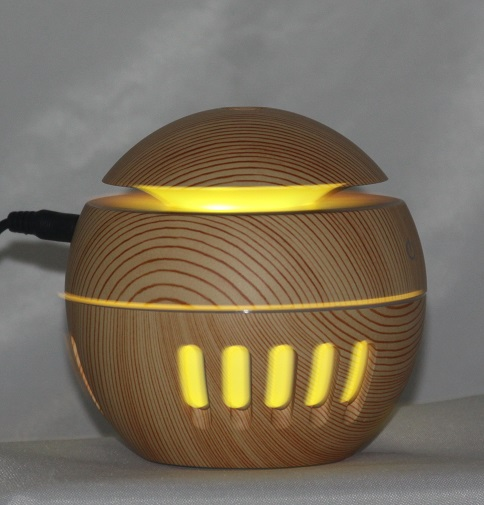 EDF-14L - USB Aroma Diffuser, Light Wood color, LED 7 colors automatically, Can plug into a USB Port H 10cm, W 10cm, auto shut off when water runs out, 12 pieces per case