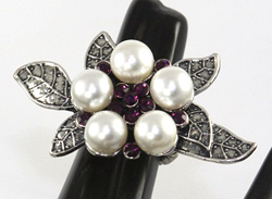 ESRF08 - FANSY STRETCH RINGS, TRENDY ITEM. PEARL WIHT PURPLE RHINESTONE. ELASTIC BAND FITS ANY SIZE FINGER.